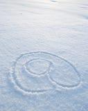 Au symbole écrit dans la neige Images stock