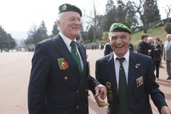 Aubagne, França 11 de maio de 2012 Veteranos da legião estrangeira francesa em boinas verdes durante a reunião dos veteranos Imagens de Stock