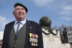 Aubagne, Francia 11 de mayo de 2012 Retrato de un veterano de la legión extranjera francesa en una boina verde en el monumento Imagen de archivo