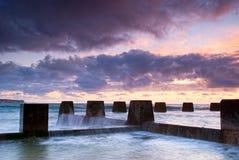 Aube à Coogee - plage de Sydney Image stock