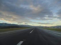 Aube à un aéroport Images libres de droits
