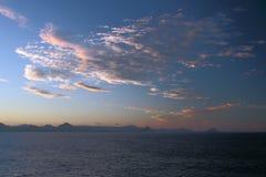 Aube au-dessus d'île dans l'Océan Indien mauritius Images libres de droits