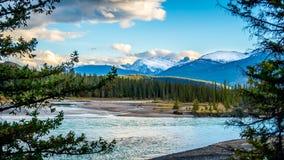 Aube au-dessus de la rivière d'Athabasca Photo libre de droits