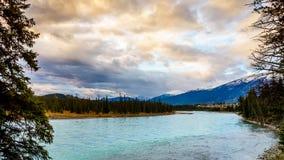 Aube au-dessus de la rivière d'Athabasca Image stock