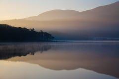 Aube au-dessus de lac Photographie stock libre de droits