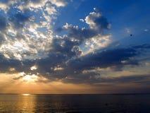 Aube au-dessus de mer Photographie stock libre de droits