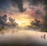 Aube au-dessus du lac Photographie stock libre de droits