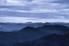Aube brumeuse en Himalaya Photographie stock libre de droits