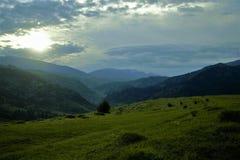 Aube dans les montagnes Photos libres de droits
