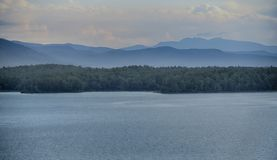 Aube de ` à la série americana de ` de James de lac par matin tranquille à la plage de crique du ` s de paddy sur le lac James Photographie stock libre de droits