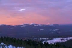 Aube de matin dans les montagnes d'Ural image stock