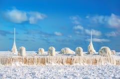 Aube ensoleillée givrée d'hiver Images libres de droits