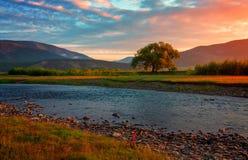 Aube par la rivière Goloustnaya près du lac Baïkal Images libres de droits