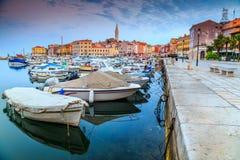 Aube renversante avec la vieille ville de Rovinj, région d'Istria, Croatie, l'Europe Images stock