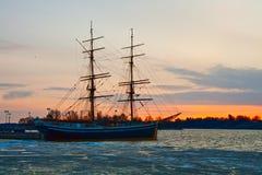 Aube sur le golfe de la Finlande Image libre de droits
