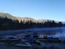 Aube sur le lac image stock