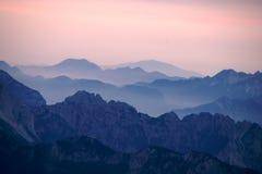 Aube sur les montagnes italiennes Photos stock