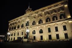 Auberge de Castille på natten malta valetta Arkivbild