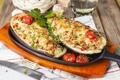 Aubergine angefüllt mit Gemüse und Käse Lizenzfreies Stockfoto