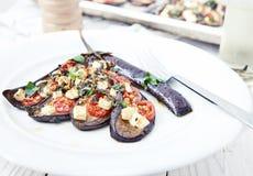 Aubergine avec l'huile d'olive, le basilic et les tomates-cerises photographie stock