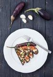 Aubergine avec l'huile d'olive, le basilic et les tomates-cerises image libre de droits