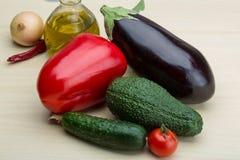Aubergine, concombre, avocat et poivron rouge Photos libres de droits