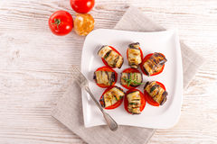 Aubergine cuite au four avec des légumes Photographie stock
