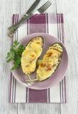 Aubergine cuite au four avec les légumes et le fromage Image stock