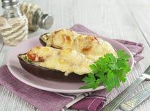 Aubergine cuite au four avec les légumes et le fromage Photos stock