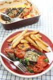 Aubergine med lökar och tomatvertical Arkivfoton