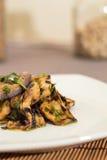 Aubergine med olivolja och persilja Arkivfoton