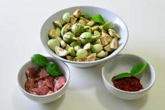 Aubergine mit Curry-Paste und zartem Lendenstück Lizenzfreie Stockbilder
