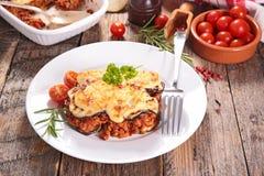 Aubergine mit Rindfleisch lizenzfreie stockfotografie