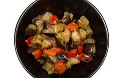 Aubergine och peppar med vitlök-, lök- och sojabönasause, kinesiskt recept arkivbild