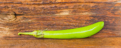 Aubergine på träbakgrund Fotografering för Bildbyråer