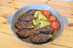 Aubergine, papier et tomates bourrés par Azerbaïdjanais Images stock