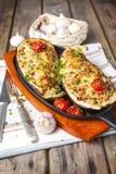 Aubergine som är välfylld med grönsaker och ost Royaltyfria Bilder