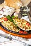Aubergine som är välfylld med grönsaker och ost Royaltyfri Foto