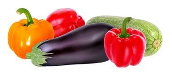 Aubergines de légume frais, moelle /courgette et poivron rouge d'isolement sur le whi Image stock