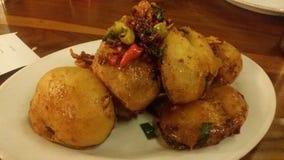 Aubergines frites - Indonésie Images stock