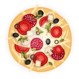 Auch im corel abgehobenen Betrag Geschmackvolle Pizza auf hölzerner Beschaffenheit Schnellimbisshintergrund Lizenzfreie Stockbilder