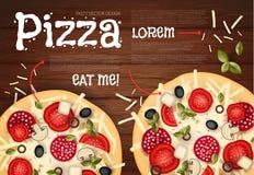 Auch im corel abgehobenen Betrag Geschmackvolle Pizza auf hölzerner Beschaffenheit Schnellimbisshintergrund Stockbild