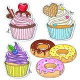 Auch im corel abgehobenen Betrag Stellen Sie Süßigkeit, kleine Kuchen, Kuchen und Donuts ein Stockbilder