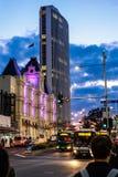 Auckland céntrica en la oscuridad Imágenes de archivo libres de regalías