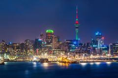 Auckland city skyline at night. With city center and Auckland Sky Tower, the iconic landmark of Auckland, New Zealand Stock Images