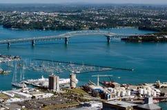Auckland Cityscape - hamnbro Royaltyfri Foto