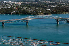 Auckland Cityscape - hamnbro Arkivfoto