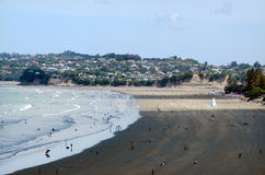 Auckland Cityscape - Orewa strand Royaltyfri Bild