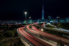 Auckland en la noche fotografía de archivo