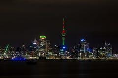 Auckland hamn och CBD från Devonport Arkivbild